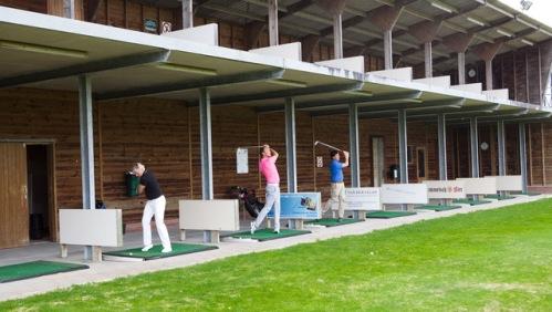 Par 3 golfbaan 9 holes hoenderdaal oefenen golf golfnieuws for Verlichte driving range